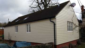 Photograph of a bungalow in Bildeston with Sailcloth HardiePlank and Black Alutec guttering
